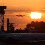 Авиабилеты из Москвы подорожали до 120%, но Минтранс это отрицает